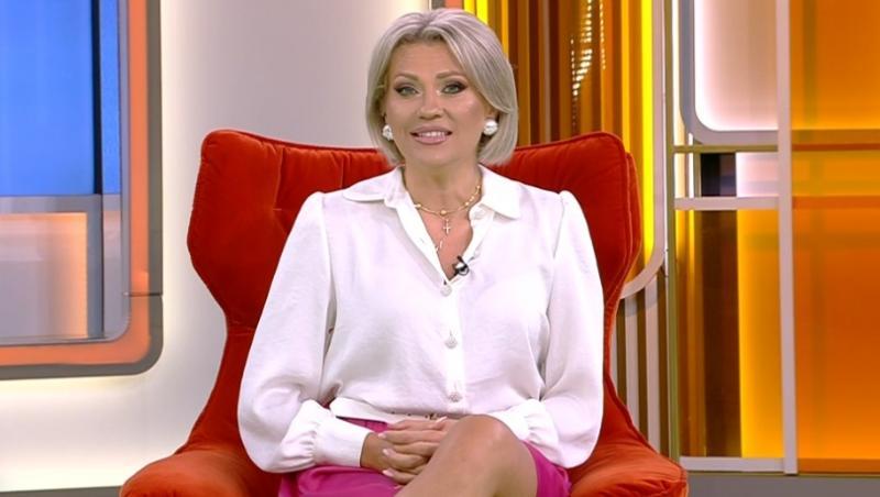 Mirela Vaida, prezentatoarea Acces Direct, în timpul emisiunii