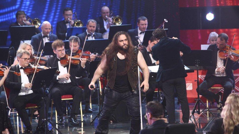 Trooper și orchestra Metropolitană fac show la X Factor, azi, de la ora 20:30. Un concurent o uimește pe Delia