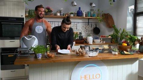 Dorian Popa te învață să faci paste de casă la Hello Chef, alături de Roxana Blenche
