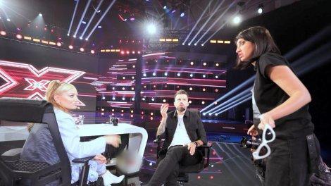 eXtra Factor, episodul 5. Ilona Brezoianu a găsit o metodă inedită de a face bani cu ajutorul Deliei și a Loredanei. Ce le-a propus: