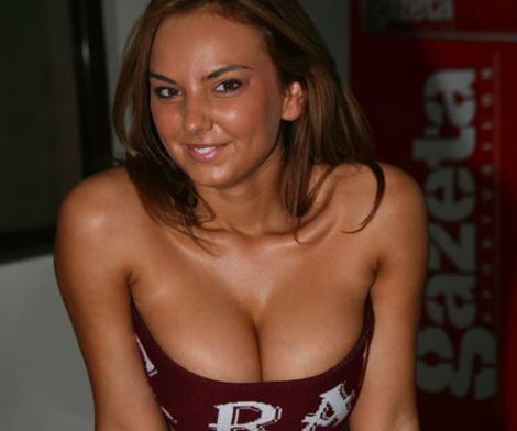 Roxana Ionescu s-a pozat noaptea cu Phelipe