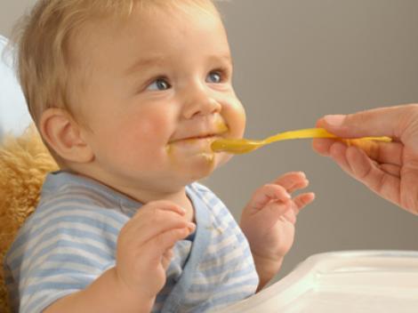 Ce trebuie sa manance copilul in primul an de viata