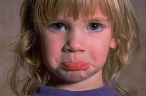 Copiii bolnavi mintal, netratati din cauza parintilor si a lipsei de specialisti