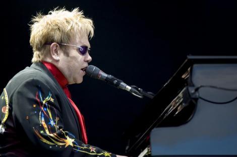 """Elton John: """"Prietenii imi puneau cocaina in mancare ca sa cant toata noaptea"""""""