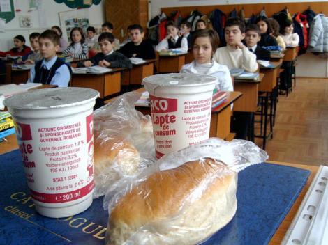 Constanta: Zece elevi s-au intoxicat dupa ce au mancat lapte si corn la scoala