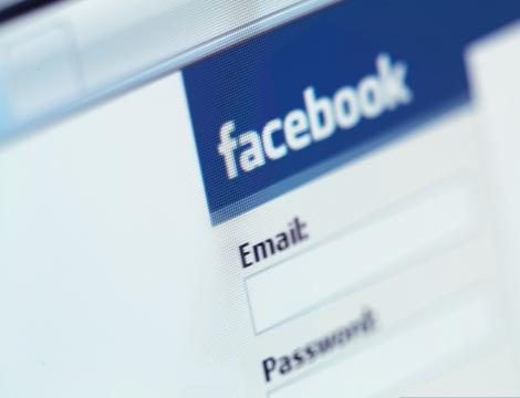 E-mail pe facebook
