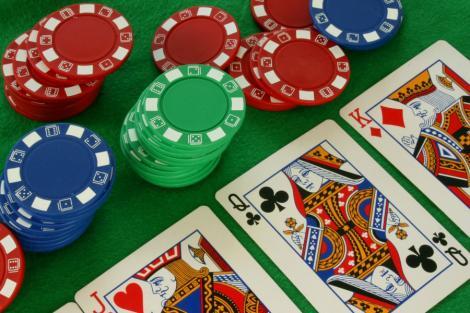 Bistrita: Sefii politiei joaca poker online de la locul de munca
