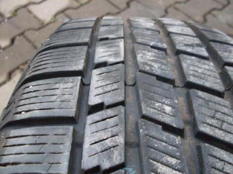 Legea care obliga soferii sa-si echipeze masinile de iarna scumpeste anvelopele