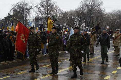 Incidente la parada: Doi soldati au facut hipotermie, altul a lesinat
