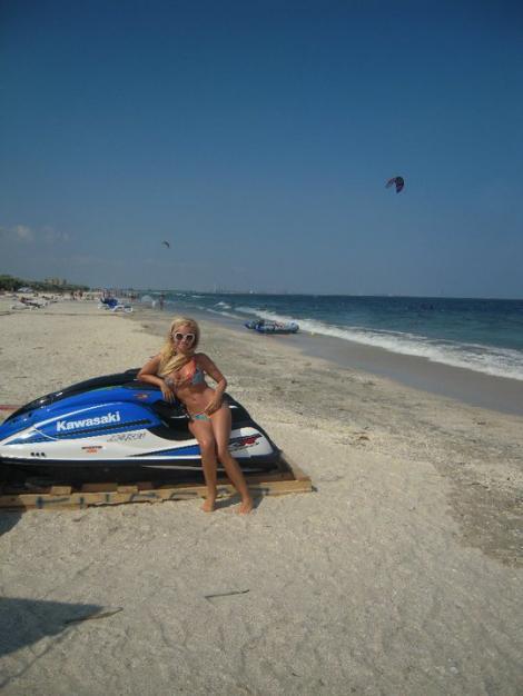 FOTO! Pamela Anderson de Romania, sexy pe Facebook