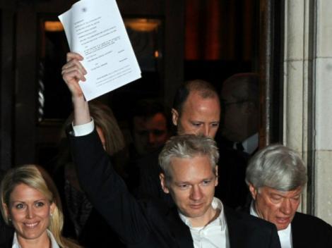 "Julian Assange: ""Am petrecut o saptamana intr-o gaura neagra"""