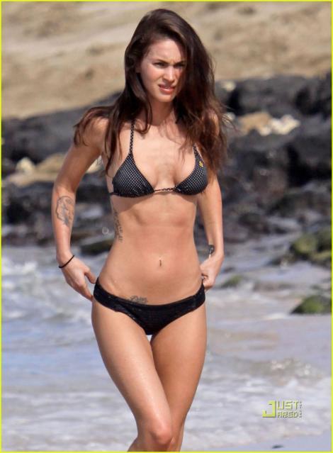 FOTO! Megan Fox, in bikini pe plaja