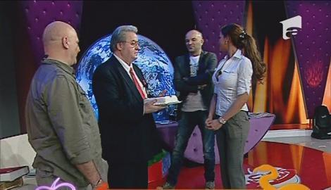 Corneliu Vadim Tudor, sarbatorit in platoul Show-ului Pacatos