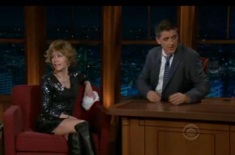 VIDEO! Actrita Jane Fonda arata senzational la 73 de ani in fusta scurta de piele si cizme