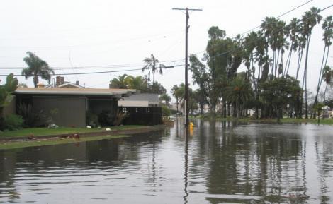 Stare de urgenta, in sudul Californiei, dupa sase zile de ploi neincetate