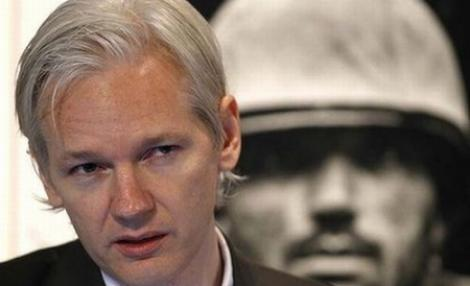 """Julian Assange, desemnat """"omul anului"""" de cotidianul Le Monde"""