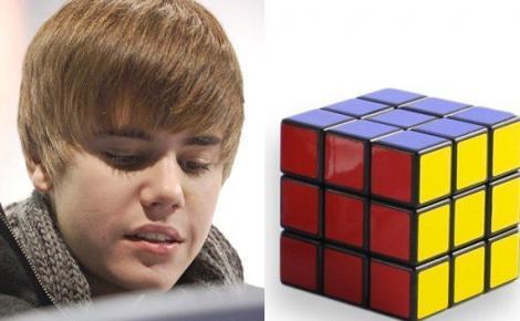 VIDEO! Justin Bieber rezolva un cub Rubik in 1 minut 23 de secunde