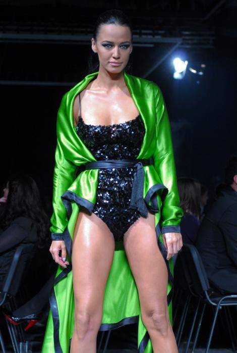 Andreea Raicu renunta la cariera de model