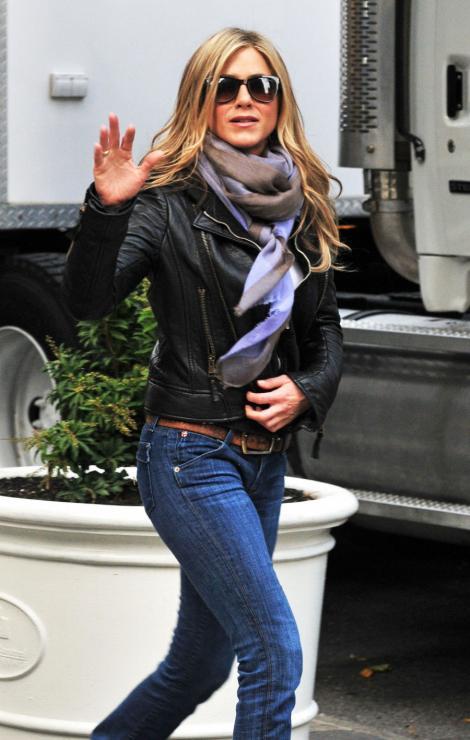 Jennifer Aniston a petrecut alaturi de 3 fosti iubiti
