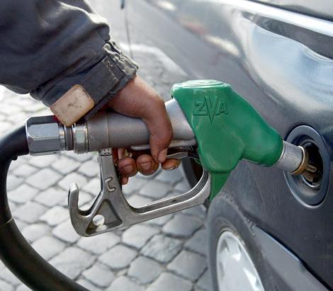 Pretul benzinei a depasit pragul de 5 lei/litru