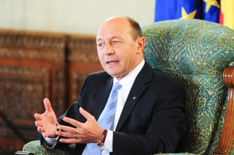 "Basescu: ""Nimeni nu mai poate influenta politic functionarea SRI si SIE"""