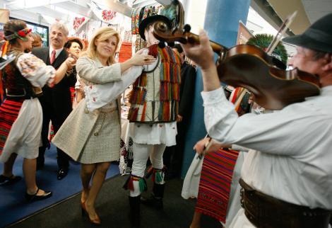 Udrea sprijina turismul cu tuica