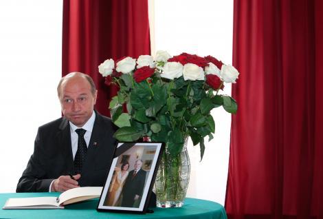 Traian Basescu merge cu masina la inmormantarea presedintelui polonez