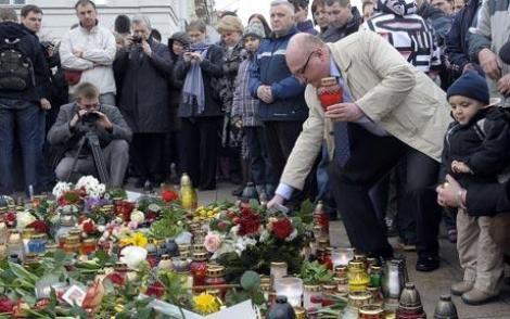 Zi solemna in Polonia. Clopotele tuturor bisericilor au rasunat la o saptamana de la tragedia de la Smolensk