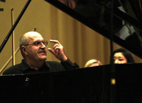 """Conferinta la TNB – """"Dan Grigore: A fi sau a nu fi pianist roman"""""""
