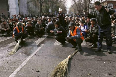 Rolul Rusiei in revolta sangeroasa din Kirgizstan