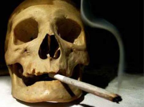 Studiu: La fiecare 15 minute un roman moare din cauza fumatului
