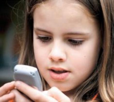 Copilul tau vrea  telefon mobil? Ce trebuie sa stii