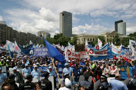 Bugetarii se pregatesc de greva generala. PSD si PNL ameninta cu motiune de cenzura