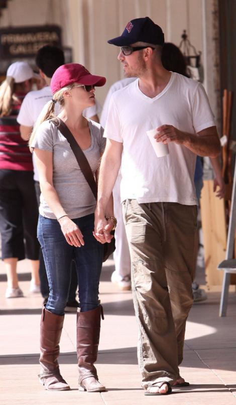 Reese Witherspoon vrea sa se mute cu iubitul. Vine si nunta?