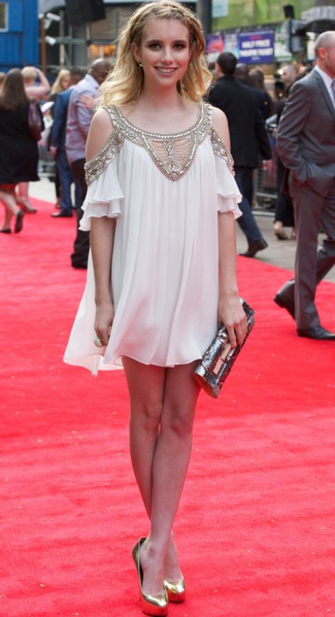 Emma Roberts, cu ac de siguranta in ureche si pantofi prea mari