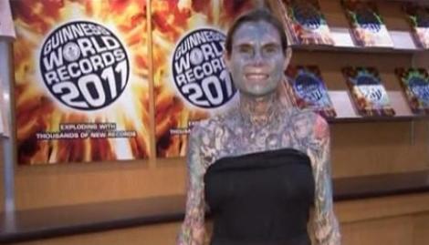 Vezi cea mai tatuata femeie din lume!