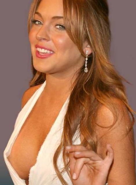 Lindsay Lohan bea numai apa