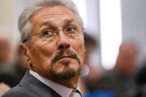 "Constantinescu: In '99, Basescu putea fi dus ""in catuse"" la Parchet"
