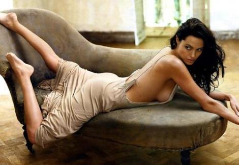 Angelina Jolie, prea alba pentru Cleopatra