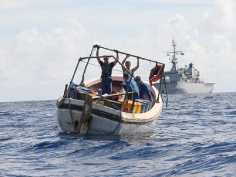 Confruntare / Un marinar roman aflat pe un vas capturat de piratii somalezi a fost ranit