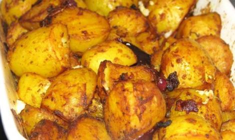 Reteta de cartofi aurii si gustosi la cuptor