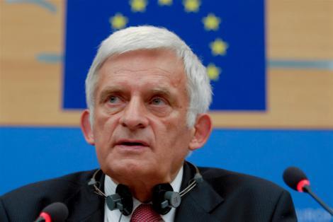 """Jerzy Buzek: """"Europa nu este sigura de livrarile de gaze rusesti"""""""
