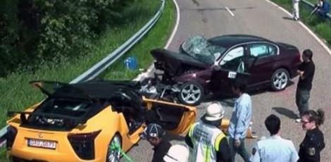 VIDEO! Accident intre Lexus LF-A si un BMW 3