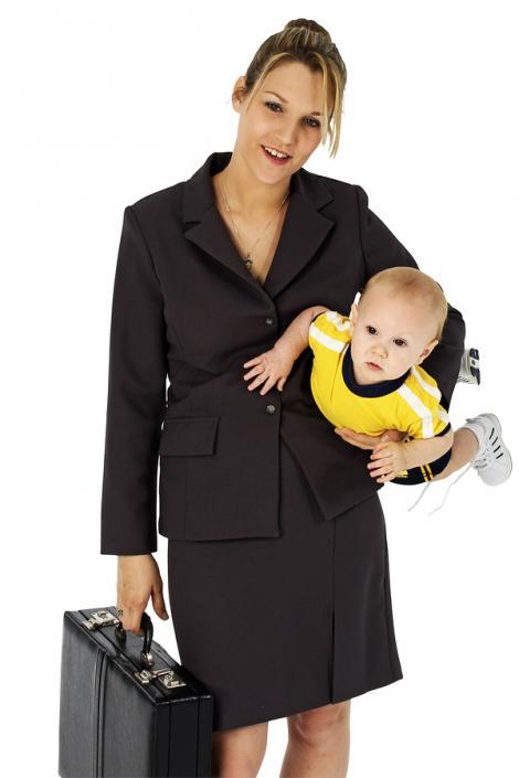 Ar trebui ca mamele sa lucreze sau sa stea acasa cu cei mici?