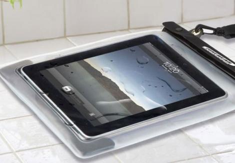 Cu iPad-ul de gat in apa