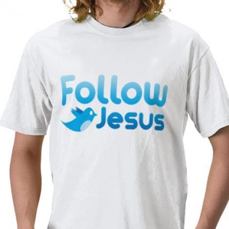 Un preot ofera impartasanie crestinilor pe Twitter