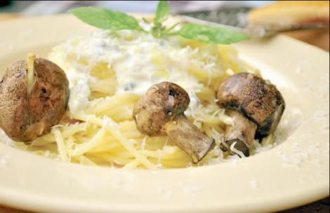 Spaghete cu sos de gorgonzola si ciuperci coapte