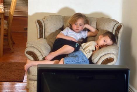 Televizorul poate crea probleme de atentie copiilor