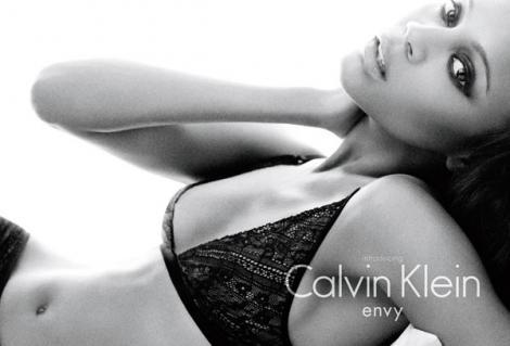 Zoe Saldana, noua imagine Calvin Klein