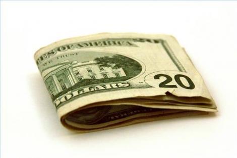 O romanca si doi complici au inselat mai multi americani cu 800.000 de dolari
